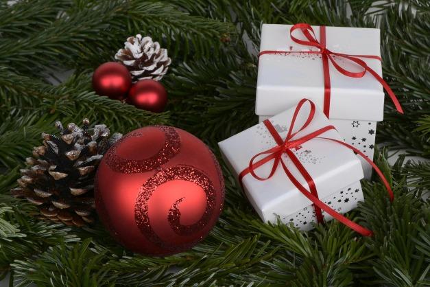 christmas-balls-1891598_1920